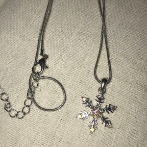 A cute snow flake necklace